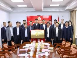 东北再担保公司梅河口办事处举行揭牌仪式